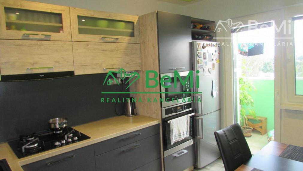 REZERVOVANÉ -  Predáme veľký  3 izbový zrekonštruovaný byt - Zlaté Moravce (905-113-AFI3)