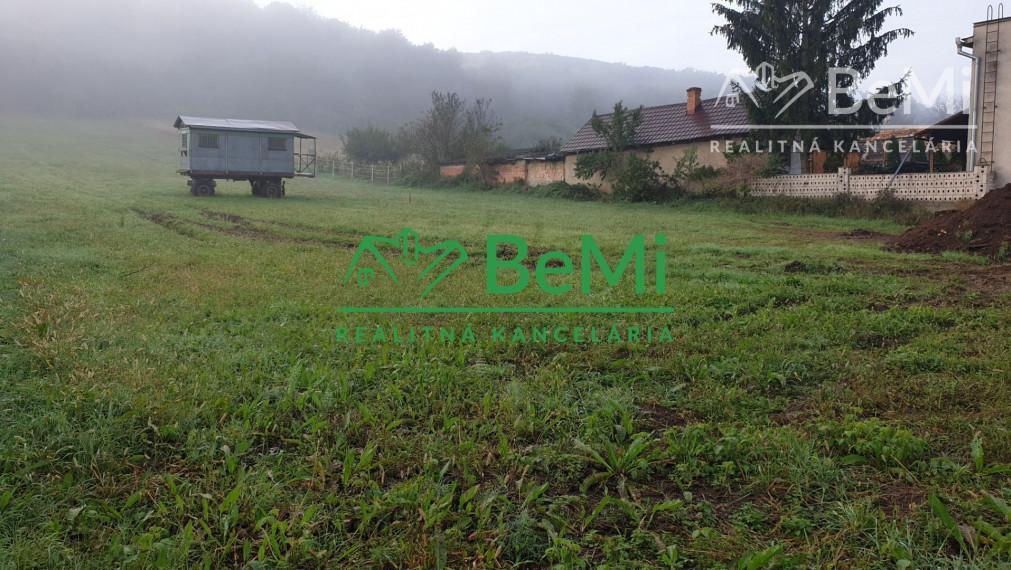 004-14-OTBa   Ponúkame Vám na predaj veľmi pekný rovinatý pozemok o rozlohe  693m2 v obci Trebeľovce - Láza
