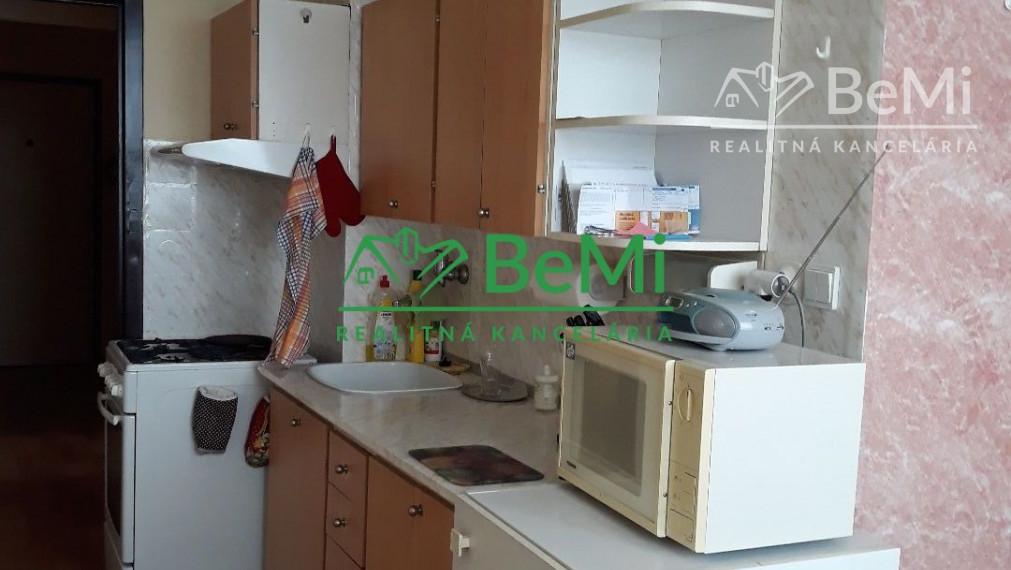 Predáme 2 izbový byt - Levice (002-112-LIRa)